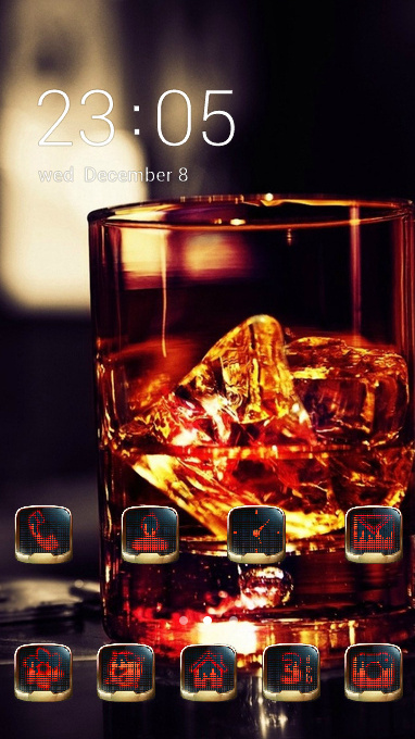 glass whiskey ice