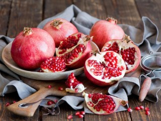 SWEET-FRUITS-RED-POMEGRANATES