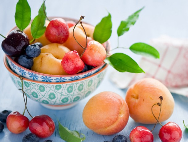 Still-life-fruit-apricots-c...