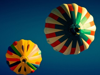 Colorful-hot-ballons-in-blu...
