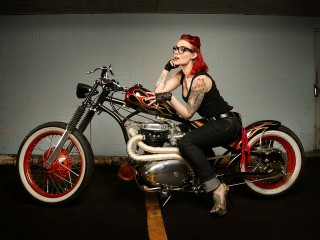 TATOO BIKER CHICK