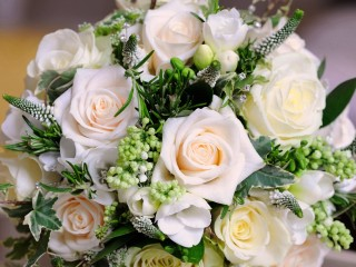 White-bouquet-rose-flowers-...