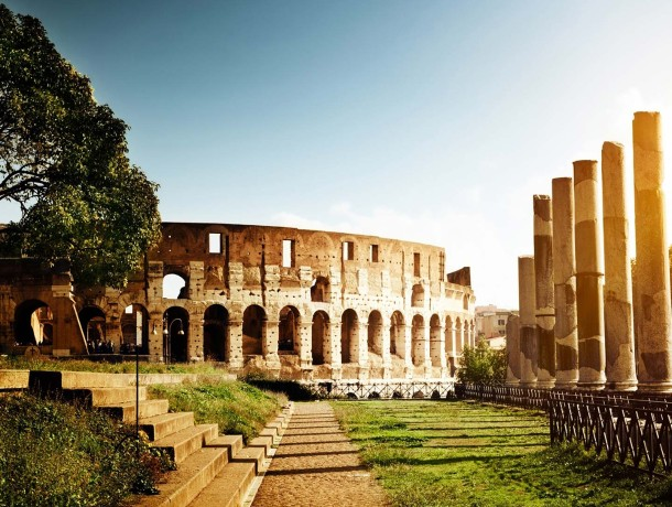 Colosseum-Italy-architectur...